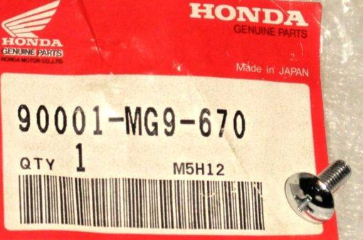 90001-MG9-670 SPEZIALSCHRAUBE, 5X12